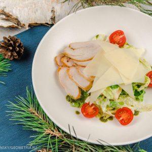 Цезарь с жареным филе цыпленка