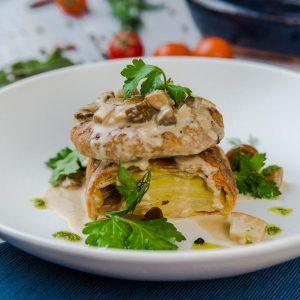 Домашняя котлетка из кролика со штруделем из картофеля и грибным соусом