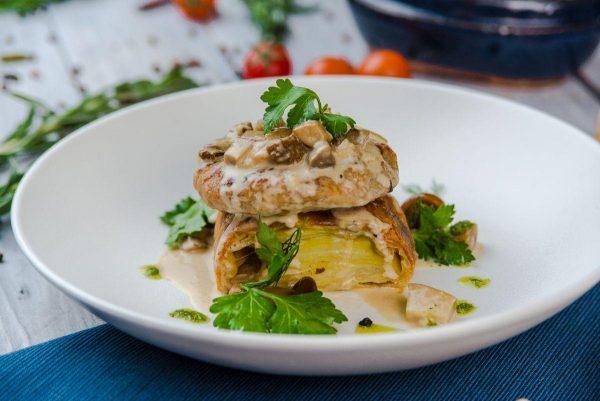 Котлета из кролика со штруделем из картофеля и грибным соусом