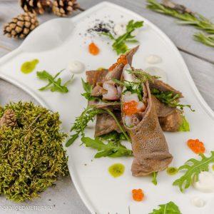 Черёмуховые блины с лососем и сырным муссом