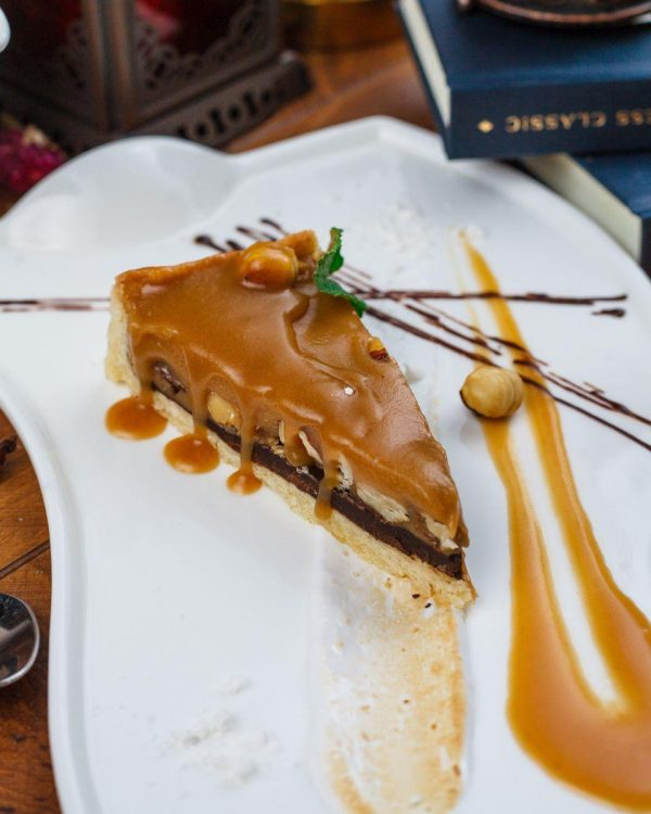 Пирог карамельно-ореховый с цельным фундком