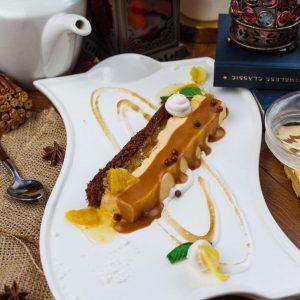 Шоколадный десерт с апельсином и крем-брюле карамель