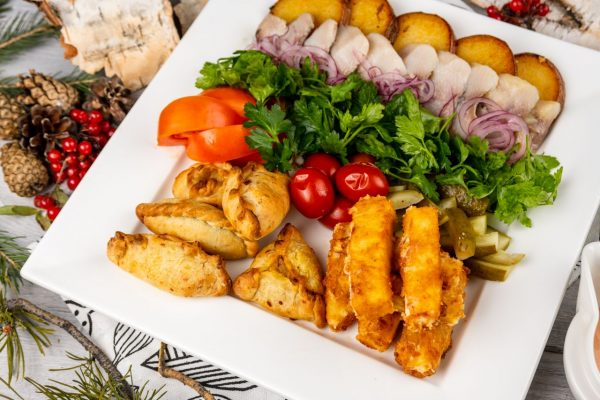 Гранд закусочный с двумя соусами и хлебной корзинкой
