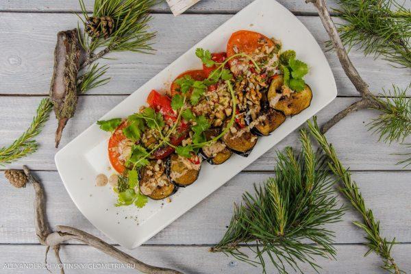 Овощи жареные под ореховым соусом