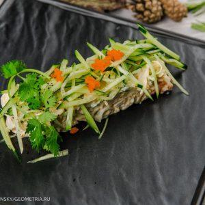 Салат с крабом и фермерским огурцом