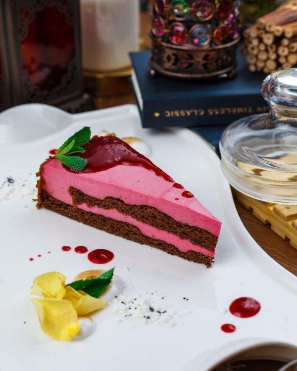 Торт малиновый с маком