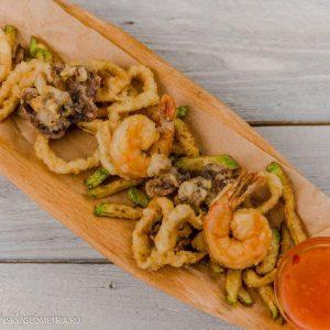 Жареные морепродукты с цукини и сладким чили