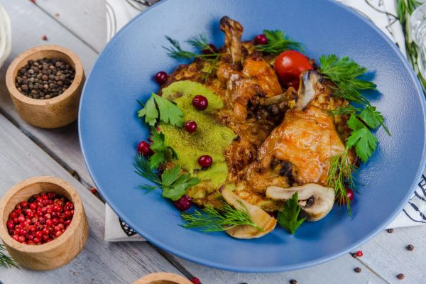 Куриные крылышки на картофельном дранике с грибами