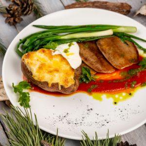 Говяжий язык гриль и картофельный жульен с груздями