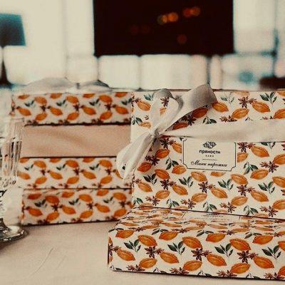 При заказе от 3000 рублей коробка пирожков в подарок