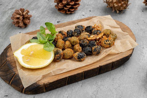 Оливки, маслины с орехами жаренные