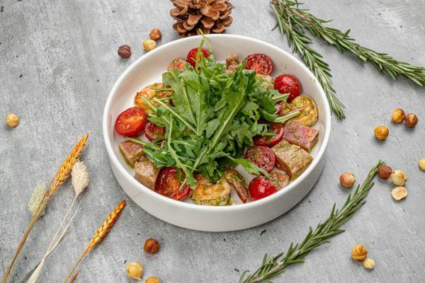 Салат со сладким черри, тунцом и креветками